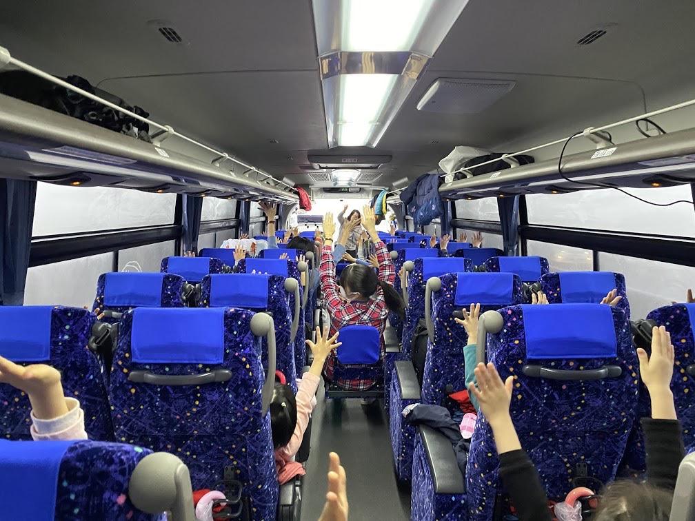 新年長児 バス内の様子1
