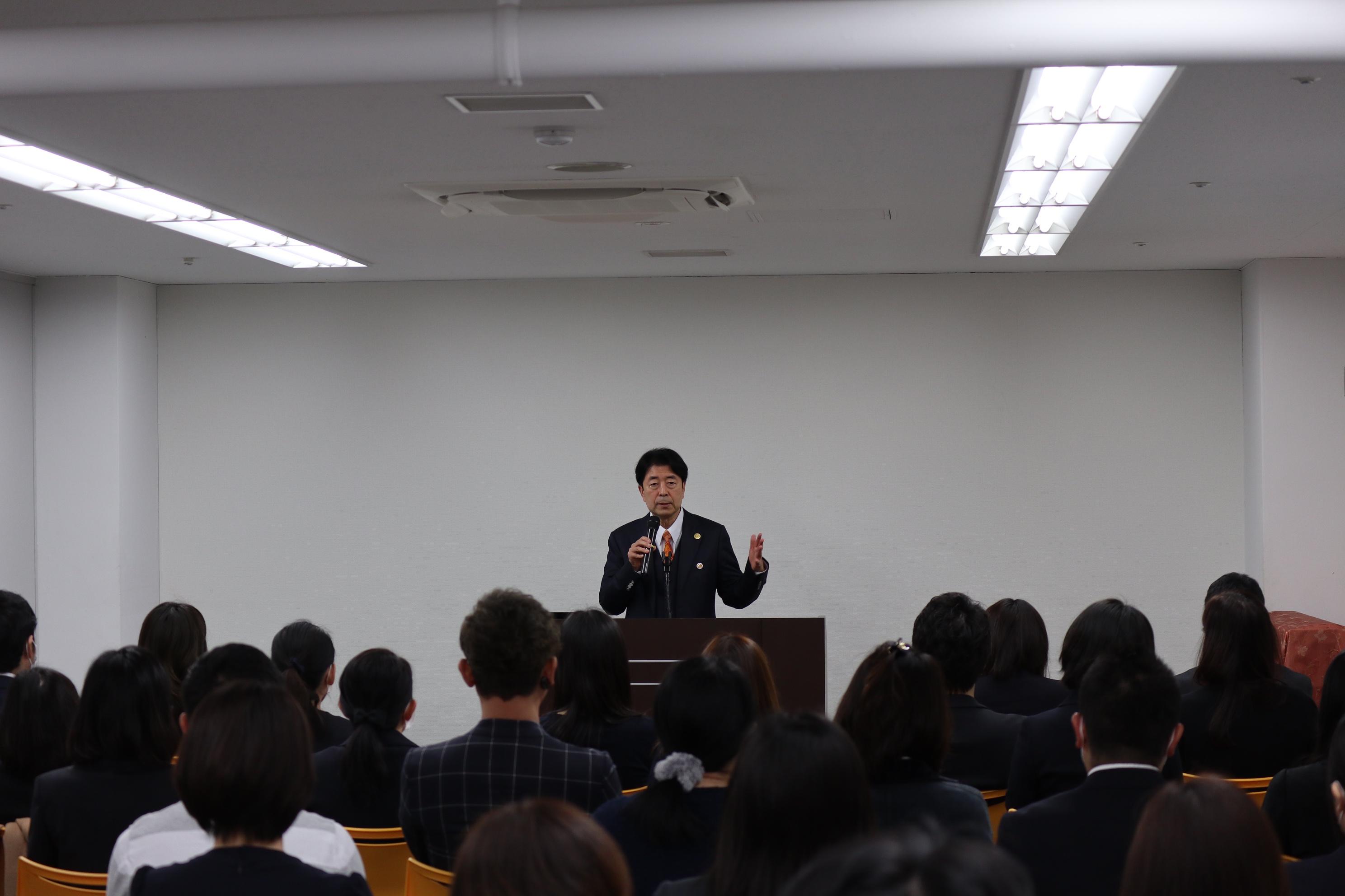 エコール・ドゥ・アンファン理事長 安田 龍男 講演の様子